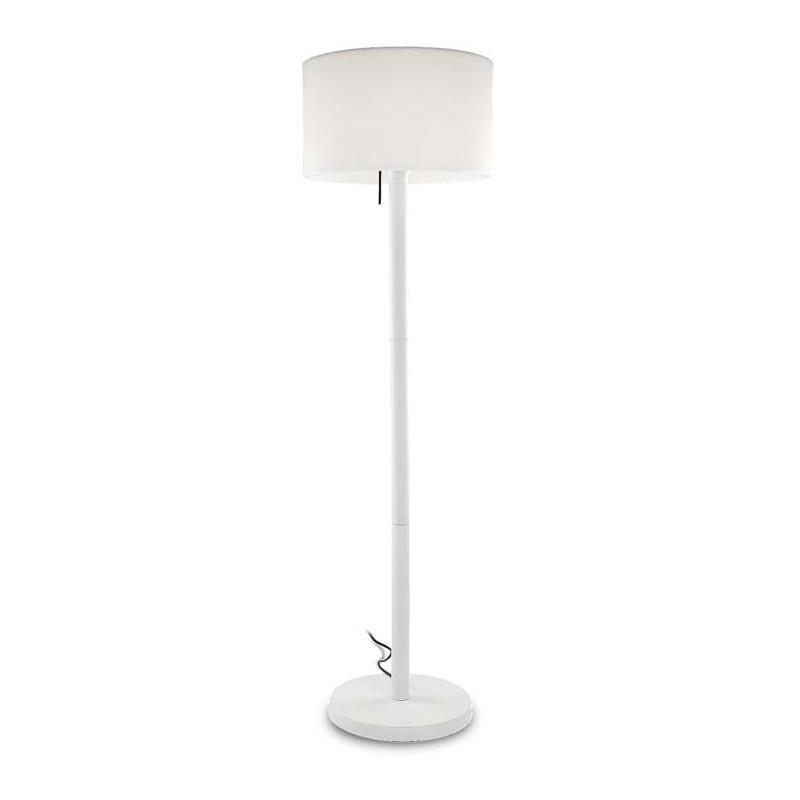 lampadaire design pour ext rieur tr s agr able sur une terrasse. Black Bedroom Furniture Sets. Home Design Ideas