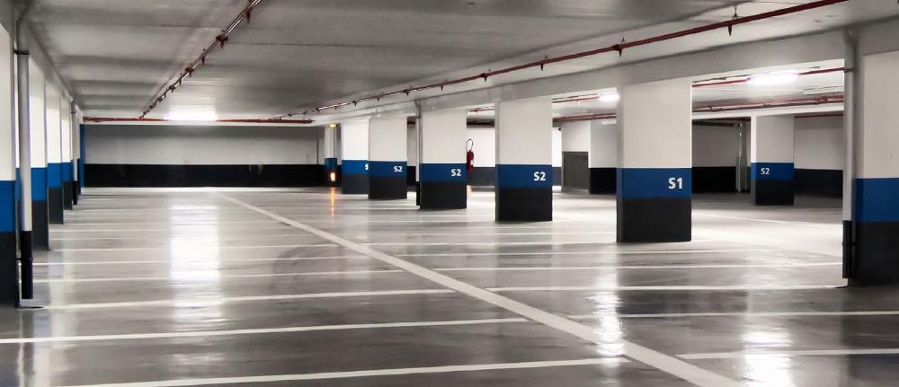 parking souterrain éclaire avec des tubes led